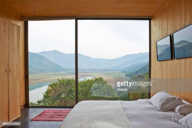 hotel suite in the vineyards in chile - aussicht genießen stock-fotos und bilder