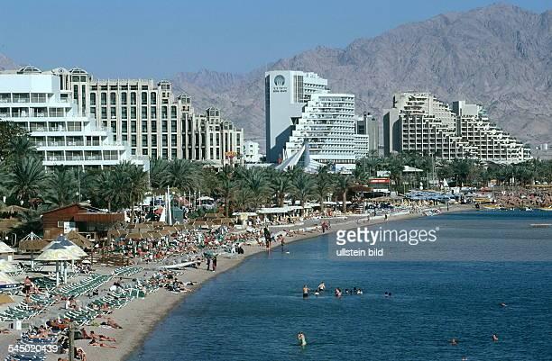 Hotelanlagen und Strandpromenade in Elat, im Hintergrund Jordanien - 2000