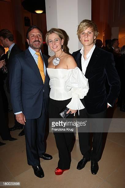 Hotelbesitzer Sir Rocco Forte Mit Seiner Ehefrau Aliai Und Seinem Sohn Bei Der Eröffnungsfeier Des The Charles Hotel Am 221007 In München