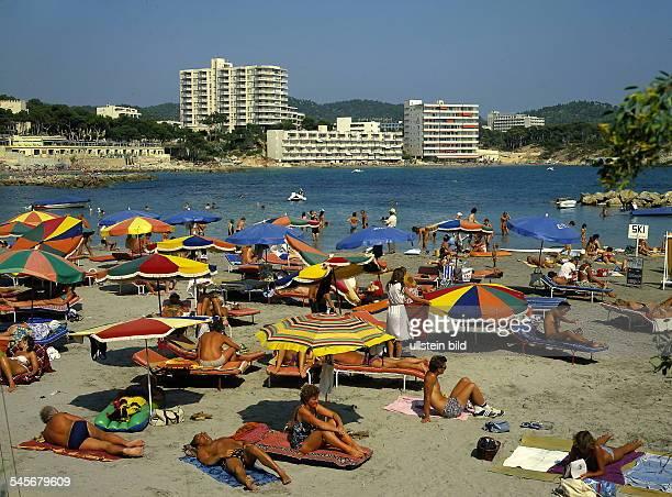 Hotelstrand mit Badenden bei Paguera 1998
