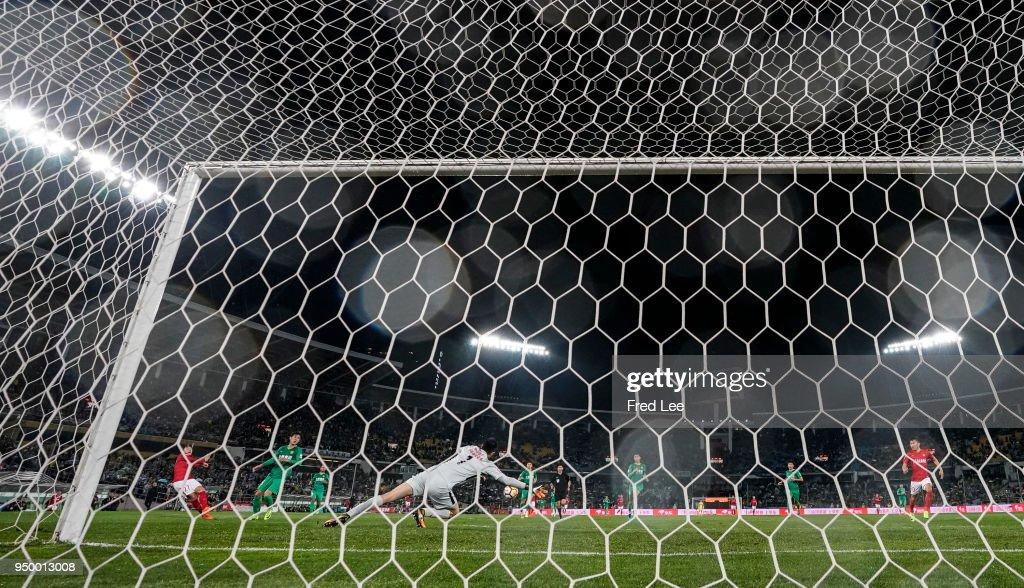 Beijing Guoan v Guangzhou Evergrande Taobao - 2018 China Super League