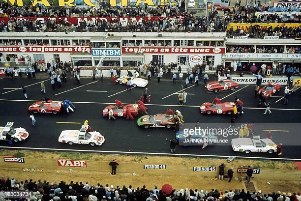 24 Hours Of Le Mans 1966 En France en juin 1966 lors de la course automobile d'endurance les 24 heures du Mans les différentes écuries préparent leur...