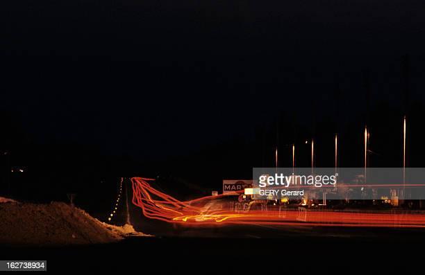 24 Hours Of Le Mans 1972 Sarthe 1963 Lors des 24 h du Mans course automobile prise de vue de la piste la nuit