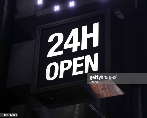 24 hours open sign in the night - 24時間営業 ストックフォトと画像