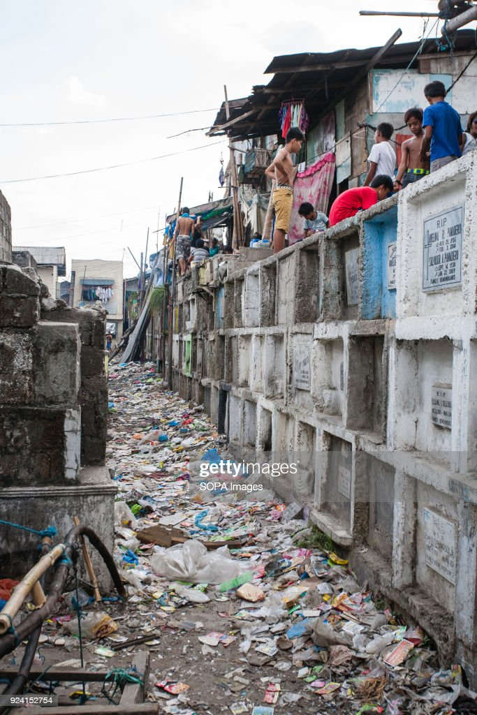 A house and local people seen  in navotas cemetery slum. In... : News Photo