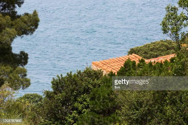 house at the sea - culture méditerranéenne photos et images de collection
