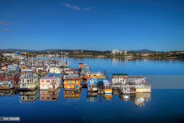 house boats at fisherman's wharf in victoria bc - british columbia stock pictures, royalty-free photos & images
