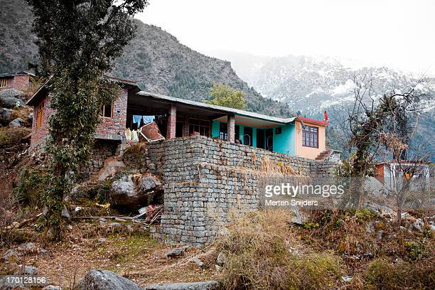 house built against slope of mountain - merten snijders stock pictures, royalty-free photos & images