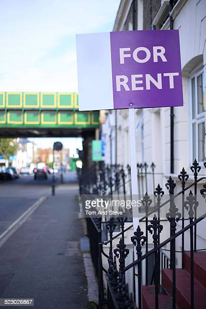 'House for rent' sign