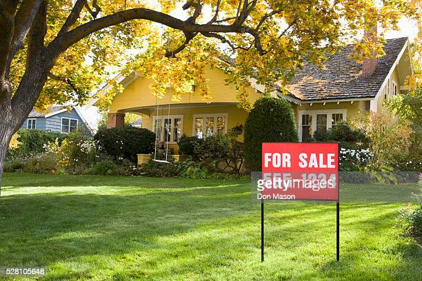 house for sale - real estate sign stock pictures, royalty-free photos & images