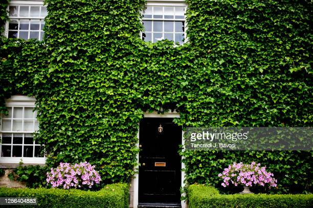 house front in oakham village - bavosi stock pictures, royalty-free photos & images