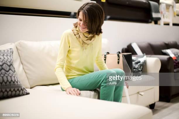 compras de bens de casa - mobília - fotografias e filmes do acervo