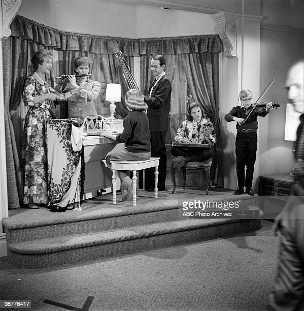 SHOW House Guest which aired on October 19 1963 ILKA CHASEJEAN BYRONWILLIAM SCHALLERTPATTY DUKEPAUL O