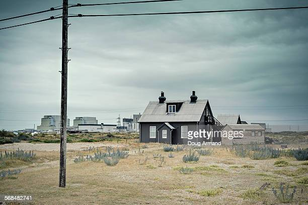 house in the shadow of dungess power station - dungeness stock pictures, royalty-free photos & images
