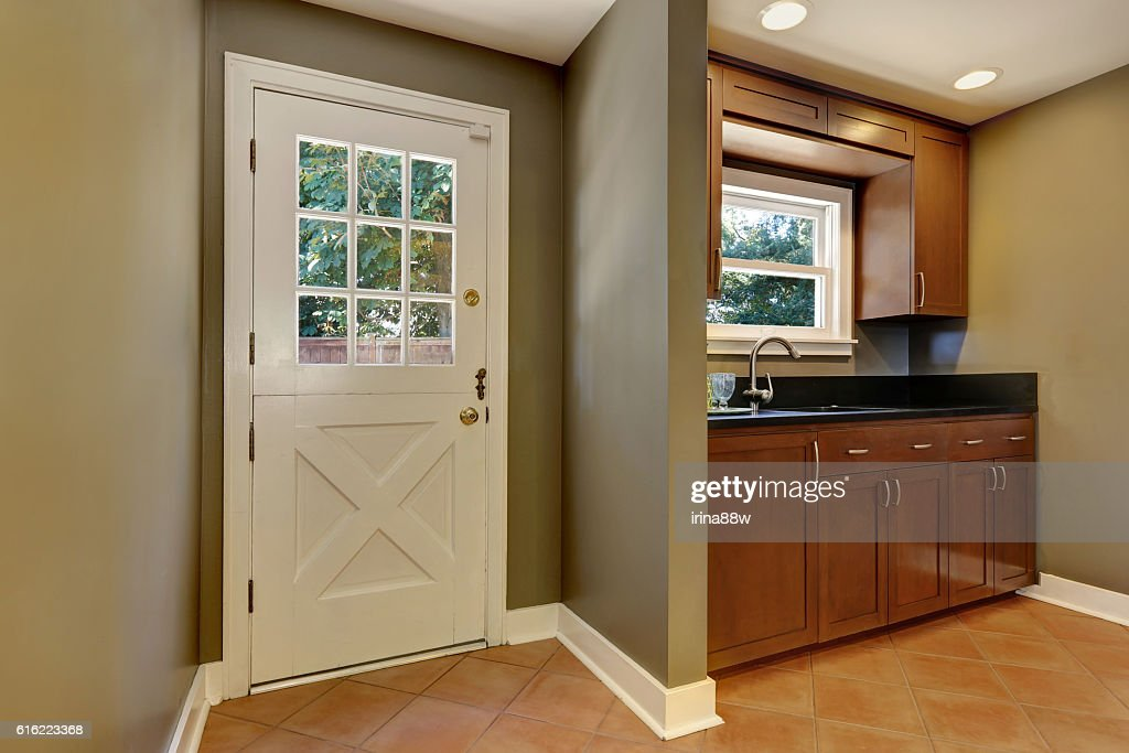 House interior. Entryway with Olive tones walls : Stock-Foto