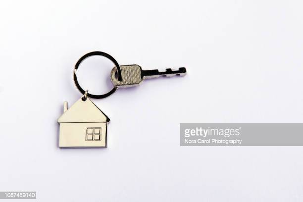 house key chain - chain object stock pictures, royalty-free photos & images