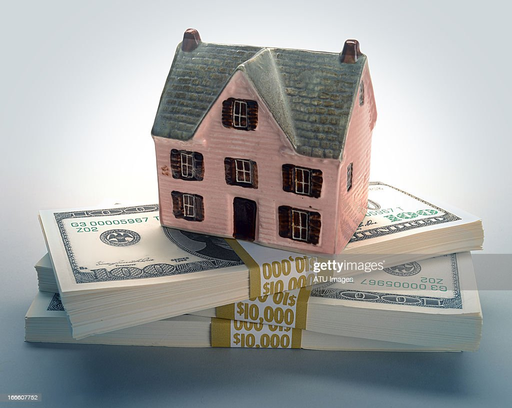 House model on money : Stock Photo