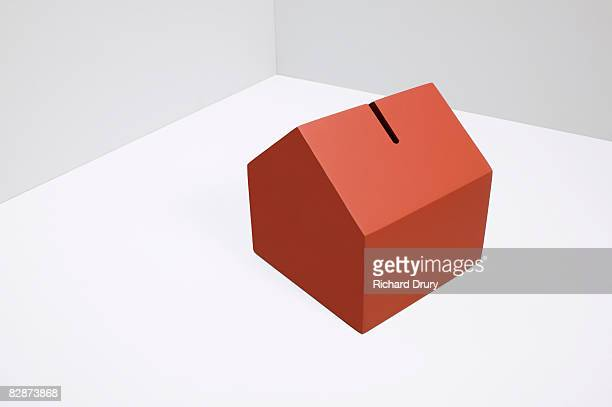 house moneybox - richard drury stock pictures, royalty-free photos & images
