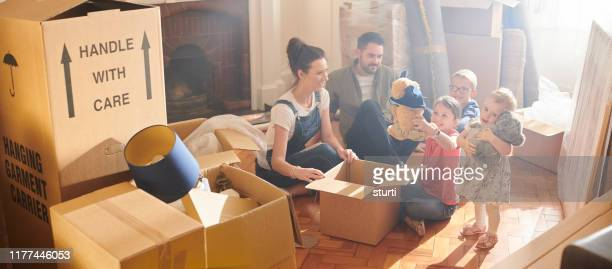 house move family - sturti stock pictures, royalty-free photos & images