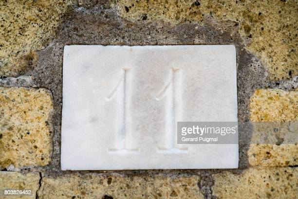 House number sign '11'