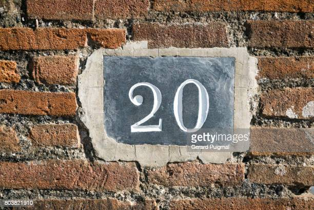 house number sign '20' - number 20 stock pictures, royalty-free photos & images