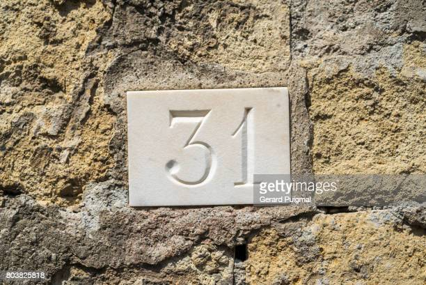 House number sign '31'