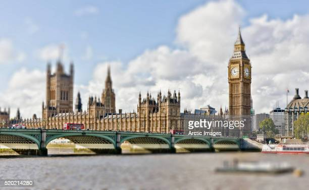 house of parliament and westminster bridge over the river thames, westminster, london, england - legislation stock pictures, royalty-free photos & images