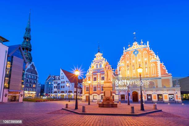 house of the blackheads in downtown riga latvia at twilight. - blackheads stock photos and pictures