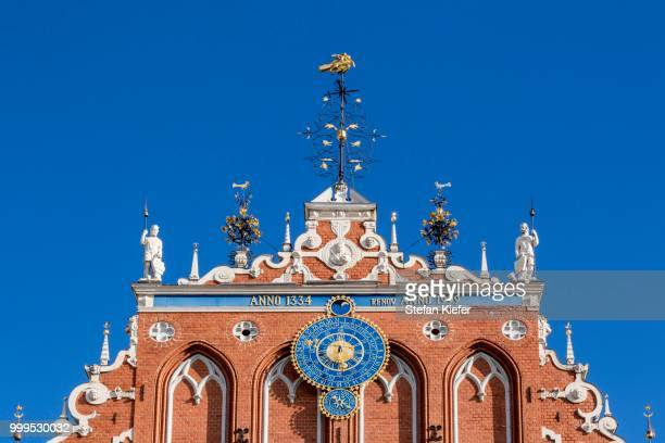 house of the blackheads in town hall square, historic centre, unesco world heritage site, riga, latvia - ラトビア ストックフォトと画像
