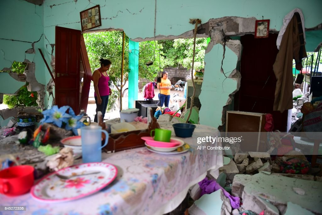 TOPSHOT - A house severely damaged by Thursday night's 8.2-magnitude quake, in Juchitan, Oaxaca, Mexico, on September 10, 2017. Rescuers pulled bodies from the rubble and grieving families carried coffins through the streets Saturday after Mexico's biggest earthquake in a century killed 65 people. /