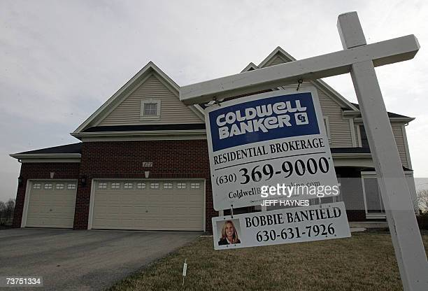 House sits for sale 30 March 2007 in North Aurora, Illinois, a suburb outside of Chicago. Prices of single-family homes across the nation depreciated...