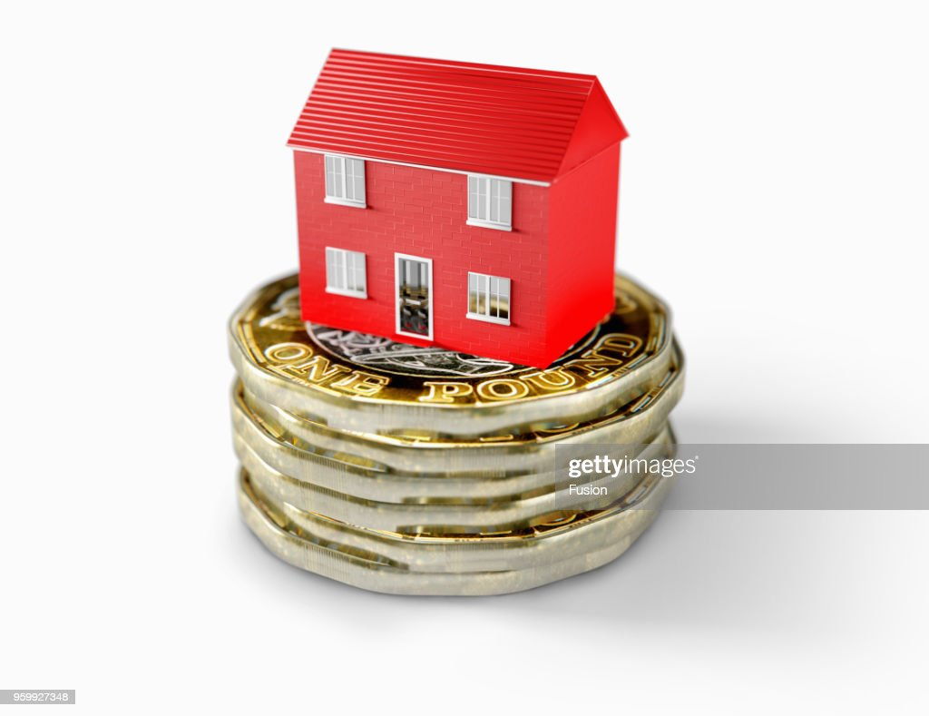 House sitting on pile of pound coins : Stock-Foto