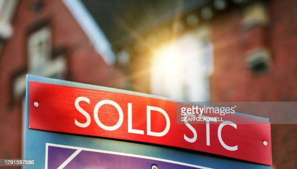 house sold sign - sign stock pictures, royalty-free photos & images