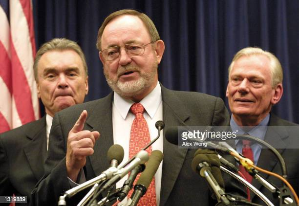 House Transportation and Infrastructure Committee Chairman Don Young , center, speaks as Continental Airlines CEO Gordon Bethune, left, and Southwest...