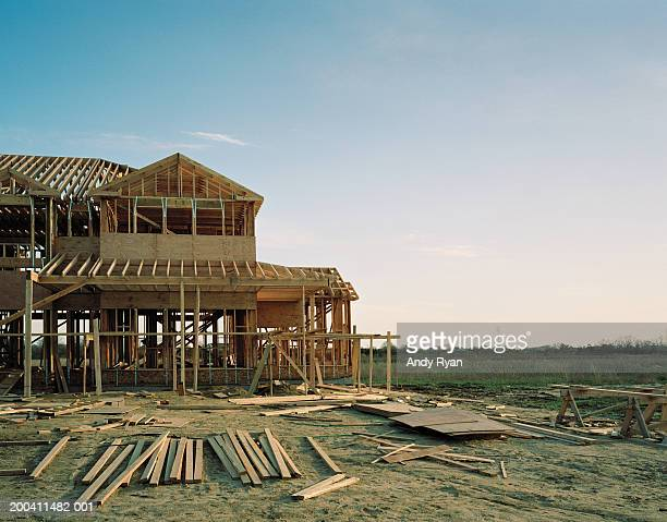 house under construction - construction site stock pictures, royalty-free photos & images