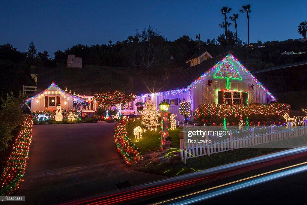 House with abundant exterior Christmas lights : ストックフォト