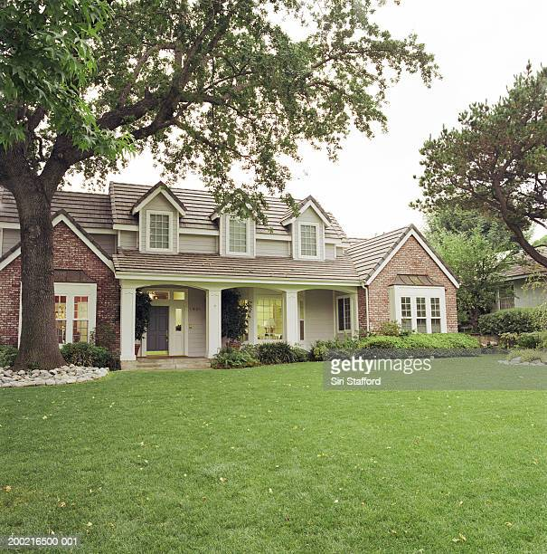 House with front lawn