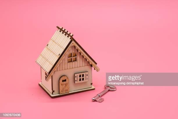 house with keys,house keys - de petite taille photos et images de collection
