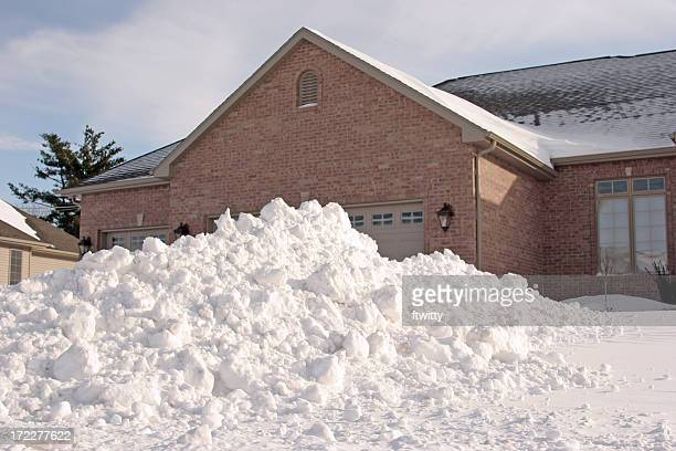 house with lots of snow - heap stock pictures, royalty-free photos & images