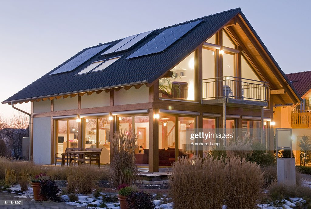 House with solar cells : ストックフォト