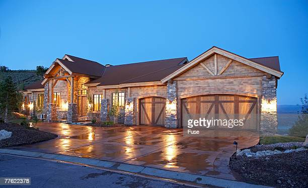 house with three car garage - 石造りの家 ストックフォトと画像