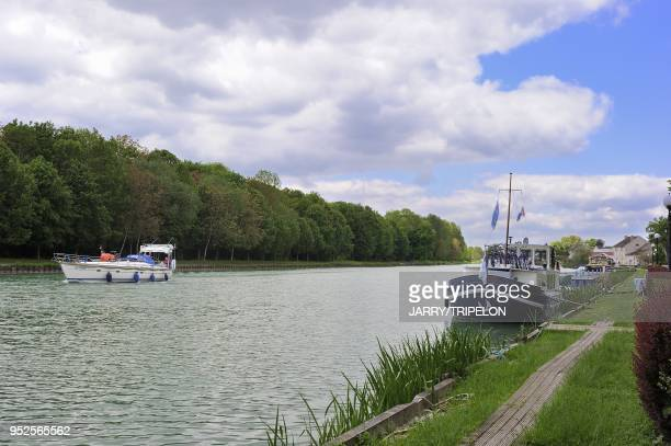 Houseboat and sailing boat on the canal along the Marne river, village of Mareuil-sur-Ay, departement Marne, region of Champagne-Ardenne, France.