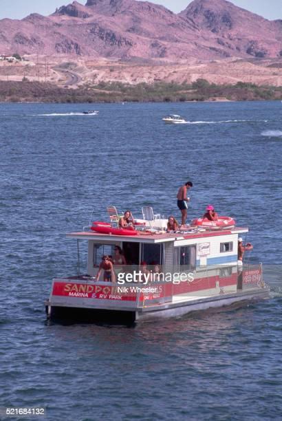 houseboat on lake havasu - marina wheeler foto e immagini stock