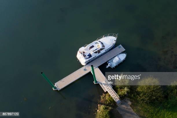 caravane flottante sur la rivière saône, france - navigation de plaisance photos et images de collection