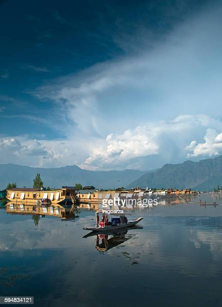houseboats and taxi boats on dal lake, kashmir, india - kashmir stock photos and pictures