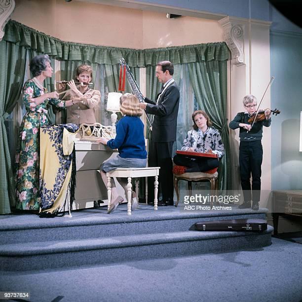 SHOW Houseguest airdate 10/19/63 Guest star Ilka Chase Jean Byron Patty's standin William Schallert Patty Duke Paul O'Keefe