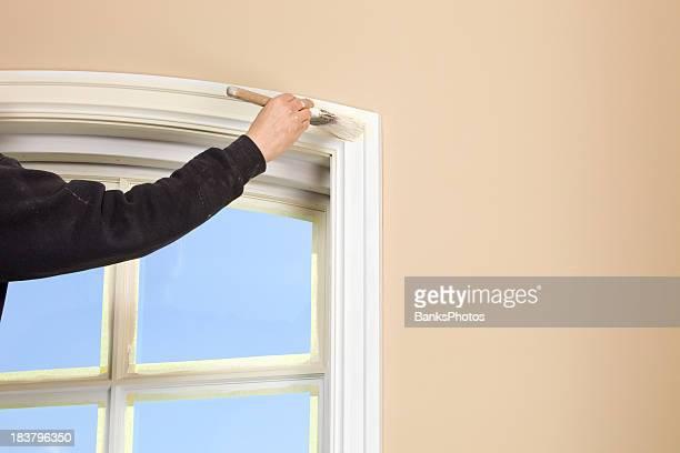 Peinture Housepainter bordure de fenêtre avec ciel bleu