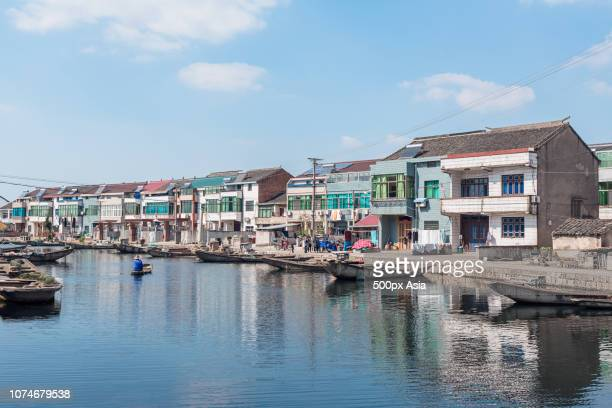 houses along canal, shaoxing, zhejiang province, china - zhejiang province stock pictures, royalty-free photos & images