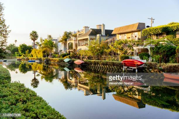 houses along the canal in venice, los angeles, california - la waterfront stock pictures, royalty-free photos & images