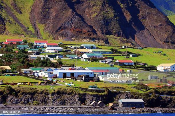 houses and buildings in town - tristan da cunha eiland stockfoto's en -beelden